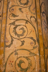 Basilique Sainte-Trinité - English: Decorative pattern at one of the piers.