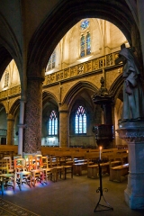 Basilique Sainte-Trinité - English: A sunny spell, filtered through a colored stained glass window, hits a couple of chairs in the southern aisle of Basilique Sainte-Trinité in Cherbourg.