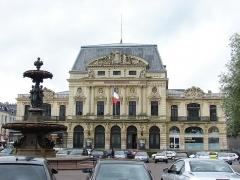 Théatre municipal -  Théatre à l'italienne de Cherbourg; La fontaine Mouchel; Place du Général De Gaulle; Cherbourg, Lower Normandy, France