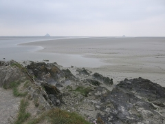 Ilot de Tombelaine - English: Overview of the Saint-Michel and Tombelaine from the cape named Grouin du sud (Vains, Manche, France).
