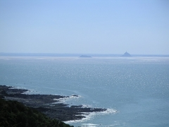 Ilot de Tombelaine - English: The Mont-St-Michel and the island of Tombelaine as seen from the north-east (cabane Vauban) at high tide