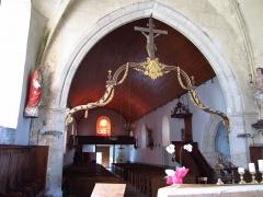 Eglise - Français:   Église Saint-Martin de Gonneville, poutre de gloire et Christ en croix.