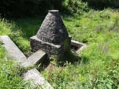 Abbaye de la Lucerne - Français:   Fontaine St Norbert dans le parc de l\'abbaye de La Lucerne (Manche)