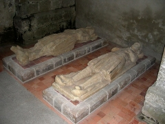 Abbaye de la Lucerne - English: La Lucerne-d'Outremer (Manche, Normandy), inside of St Trinity abbey church, recumbent effigies.
