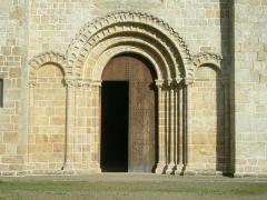 Abbaye de la Lucerne - English: Abbey of Saínte Trinité de La Lucerne, the Church, front, doors