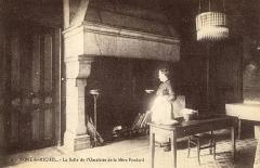 Hôtel Poulard et terrain (annexe) - Mere Poulard dans la salle aux omelettes