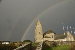 Eglise - English: The church on the Pernelle under a double rainbow, rare phenomenon