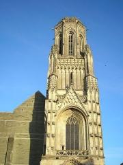 Eglise Notre-Dame -  Saint-Lô (Normandie, France). Le clocher de l'église Notre-Dame en partie rescapé du bombardement de 1944.