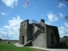 Vestiges des remparts -  Petite tour en haut des fortifications