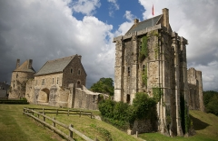 Ruines du château -  Chateau Saint Sauveur Vicomte