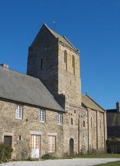 Ancien prieuré de Saint-Léonard - Français:   Prieuré Saint-Léonard, bourg de Vains (Manche)