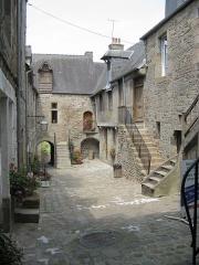 Immeubles bordant la Cour du Foyer - Nederlands: Villedieu-Les-Poêles, Normandië, Frankrijk.