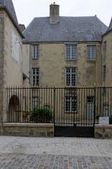 Tribunal de commerce - Français:   Tribunal de commerce, Alençon