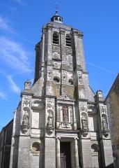 Eglise Saint-Sauveur -  Bellême (Normandie, France). Façade de l'église Saint-Sauveur.