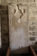 Eglise Notre-Dame-sur-l'Eau ou Notre-Dame-sous-l'Eau -  Dalle funéraire de la marquise Lesdin, morte en 1613.