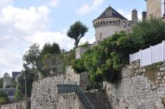 Enceinte de la ville - English:   Domfront (France, Normandy), ramparts and tower