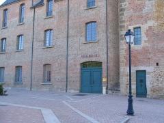 Château -  château des 12ème et 16ème siècles, en pierre et briques rouges (Gacé,,Orne, France)