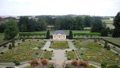 Domaine du château de Sassy -  Saint-Christophe-le-Jajolet (Normandie, France). Jardin à la française du château de Sassy.