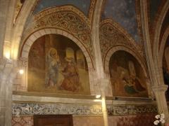 Eglise - Français:   peintures murales dans le choeur de l\'église