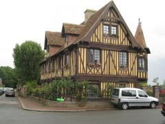 Manoir - Français:   Manoir du XVe siècle à Beuvron-en-Auge (Calvados, France)