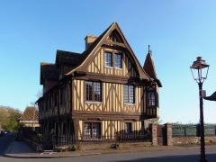 Manoir - Français:   Beuvron-en-Auge (Normandie, France). Le manoir.