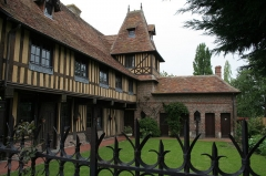 Manoir - Français:   Manoir du XVe siècle à Beuvron-en-Auge (un des plus beaux villages de France)