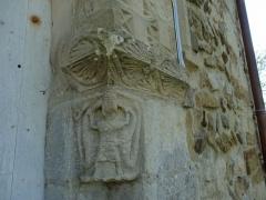 Eglise Saint-Pierre - Français:   chapiteau de la porte romane de l\'église de Boulon représentant un homme tenant à bout de bras deux serpents qui lui mordent la tête