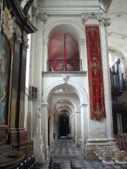 Eglise Notre-Dame ou de la Gloriette -  bas-côté nord de l'église Notre-Dame-de-la-Gloriette à Caen.