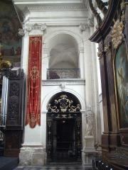 Eglise Notre-Dame ou de la Gloriette -  galerie du chœur de l'église Notre-Dame-de-la-Gloriette à Caen.