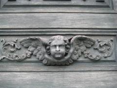 Eglise Notre-Dame ou de la Gloriette -  detail d'une des portes de l'église Notre-Dame-de-la-Gloriette à Caen.
