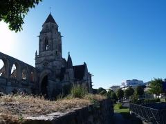 Ancienne église de Saint-Etienne-le-Vieux, actuellement magasin communal - ancienne église Saint-Étienne-le-Vieux à Caen (Calvados, Basse-Normandie).