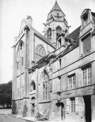 Ancienne église de Saint-Etienne-le-Vieux, actuellement magasin communal - French art historian, medievalist, archaeologist and photographer