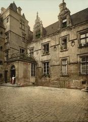 Ancien hôtel de Than - English: Ancient house of XVI century, Caen, France