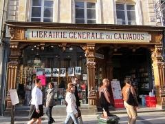 Maison ou ancien hôtel Chibourg - English: A bookstore in central Caen