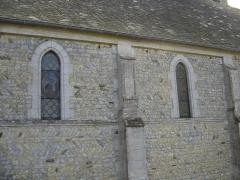 Eglise Notre-Dame - Français:   Entre les contreforts, le mur estappareillé en  arête-de-poisson