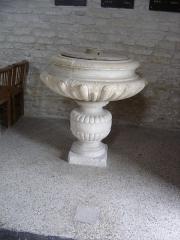 Eglise - Français:   fonts baptismaux du XVIIe siècle,ornés de godrons