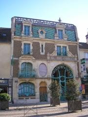 Pharmacie Lesage -  Douvres-la-Délivrande (Normandie, France). La pharmacie Lesage, de style Art nouveau, par François Rouvray en 1901.