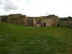 Château fort, actuellement collège -  Calvados Falaise Chateau Guillaume Le Conquerant Basse-Cour Entree 23042016