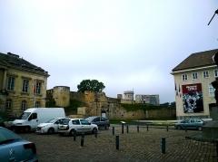 Château fort, actuellement collège -  Calvados Falaise Le Chateau De Guillaume Place Guillaume 06062016