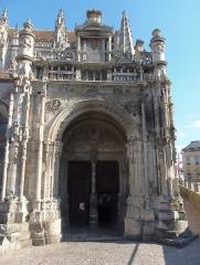 Eglise de la Trinité - Falaise (Normandie, France). Le portail de l'église de la Trinité.