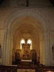 Eglise du Fresne - Français:   Le Fresne-Camilly, L\'arc triomphal de l\'église de Camilly  en plein-cintre à deux rouleaux est décoré de chevrons et d\'étoiles.