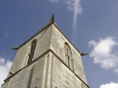Eglise du Fresne - Français:   les gargouilles aux quatre coins du clocher de l\'église Notre-Dame