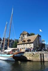 Bâtiment dit la Lieutenance - English: The old embarkation port.