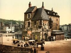 Bâtiment dit la Lieutenance - English: The Old Lieutenancy, Honfleur, France, ca. 1895.