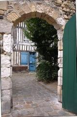 Manoir de Roncheville -  Door of the courtyard, overlooking the street of the Small Butcher's Shop.