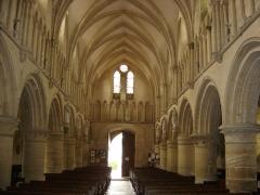 Eglise - Français:   nef , vue vers le portail occidental