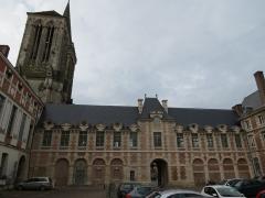 Ancien palais épiscopal, actuellement palais de justice - Français:   Ancien palais épiscopal vue depuis la cour intérieure.
