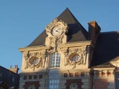 Ancien palais épiscopal, actuellement palais de justice - Français:   Lisieux (Normandie, France). Détail de l\'ancien palais épiscopal.