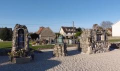 Cimetière de Marigny - Français:   Longues-sur-Mer (Normandie, France). Ruines de l\'église Saint-Laurent de Marigny.