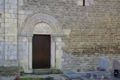 Eglise - English: Lateral door of church Saint Clair and detail the wall